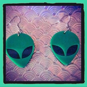 Space Alien Earrings 👽💚